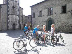 in E Bike sulle strade della Lunigiana